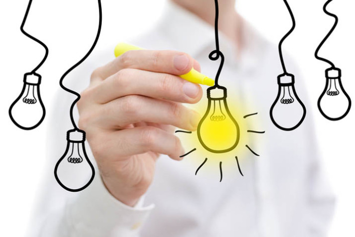5 lightbulbs representing 5 blog ideas